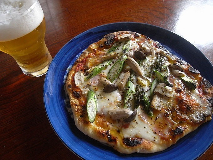 ビールとピザ.jpg